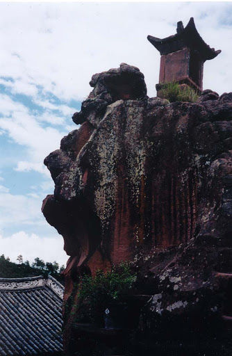 Pagoda on a cliff, photograph by Ven. Mishin Roelofs